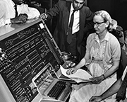 Grace Hopper an Computer